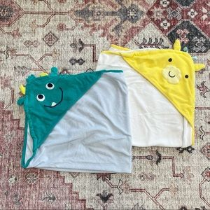 Baby lot of 2 bath towels, giraffe and monster